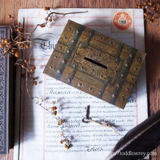 鍵付きの宝箱に何を仕舞おう / Vintage Tin Treasure Box with Key