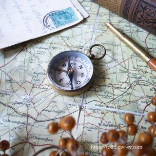 今は無き西ドイツからの道しるべ / Vintage Brass Compass from West Germany