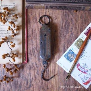 時を過ごした無骨な金属を愛でる / Antique Pocket Spring Balance Scale HUGHES'S by Salter