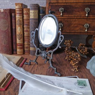 月光の雫を溜めた鵲の鏡 / Antique Bronze Stand Mirror with Magpie