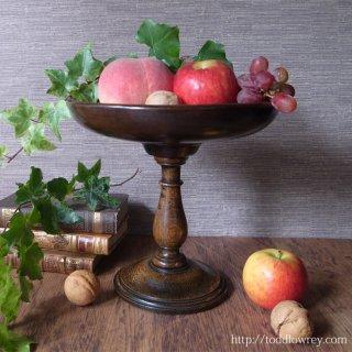 ザクロの花萼に支えられた精霊の木鉢 / Antique Oak Fruit Bowl on Stand