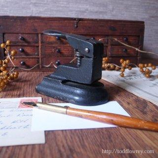 紙を綴じるお愉しみをどうぞ / Antique Single Hole Punch