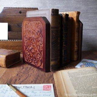 シックに華やかに本を支える / Vintage Book Ends with Leather Caving