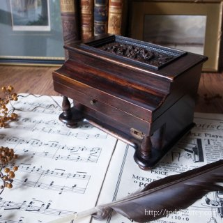 6人の神々が奏でる薔薇の旋律 / Antique Victorian Rosewood Box Piano Shape