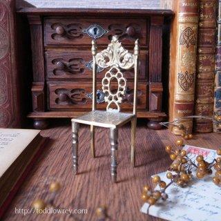 小さな腰掛になにを座らせよう / Antique Miniature Brass Chair A