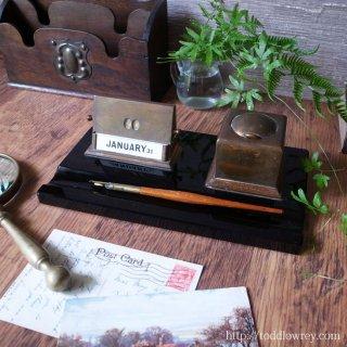 毎日を確かに刻む新しい装飾 / Antique Art Deco Desk Set