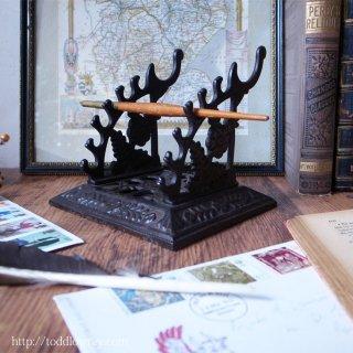 アナログな筆記具でなければならない理由 /Antique Vctorian Cast Iron Pen Stand