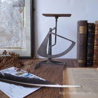 北欧デザインの粋を感じる / Vintage Postal Balance Pendulum Scale