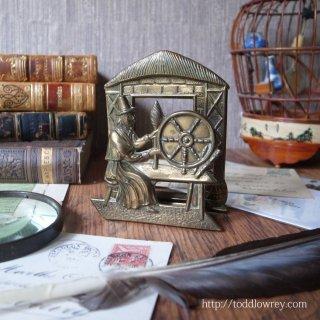 糸紡ぐウェールズレディの状差し / Vintage Small Letter Rack