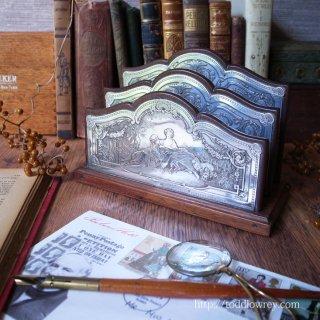 ロココの華を緻密な彫刻で堪能する / Antique Letter Lack