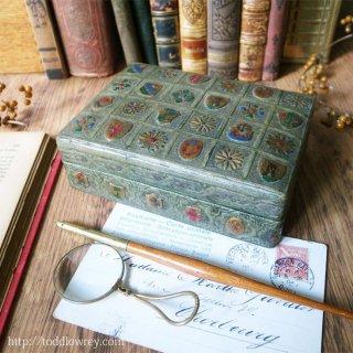 豪奢で可憐な革張り小箱 / Antique Leather Box