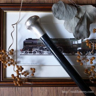 「日の名残り」の時代から端正なひと振りを / Antique Walking Stick with Sterling Silver Grip