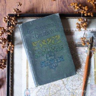 深い緑色のヴィクトリアンの古書 /Antique Book