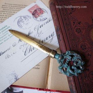 緑青を纏う小さな卓上の剣 / Vintage Brass Small Letter Opener