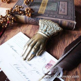 メッセージを持ち続ける金色の手 / Antique Victorian Hand Clip