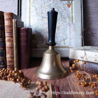 鐘の音が知らせる終わりと始まり / Antique School Bell with Wood Handle