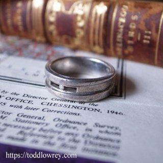 知性を感じるモダンデザイン / Vintage Silver Ring with Rhinestone