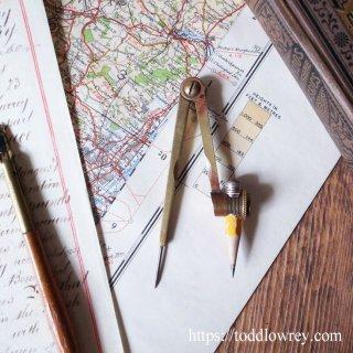 鉛筆で円をくるりと描く / Vintage Brass Pencil Drawing Compass