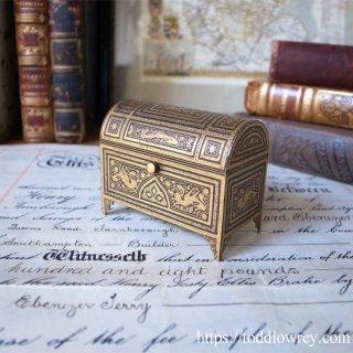 金のドラゴンが嵌め込まれた古都の宝箱 / Antique Damasquinado Trinkit Box