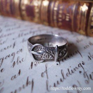通して留める銀の帯 / Vintage Sterling Silver Ring Buckle Motief