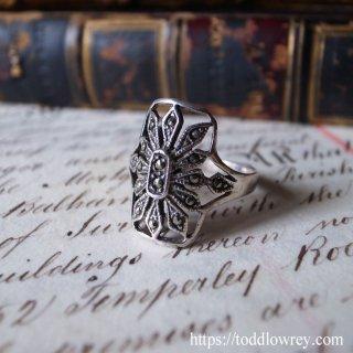控えめな煌めきは英知の証 / Vintage Marcasite Silver Ring