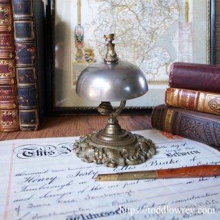 豊穣の葡萄から響く鐘の音 /Antique Counter Bell with Vine