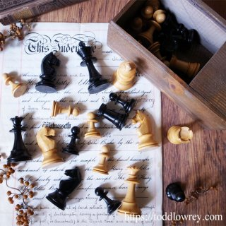 全てのチェスプレイヤーは芸術家である / Vintage Staunton Chess Set with Box