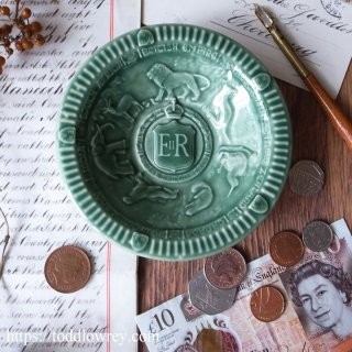 大英帝国と六つの国 / Vintage Queen Elizabeth II Coronation Embossed Dish by WADE -1953 Green