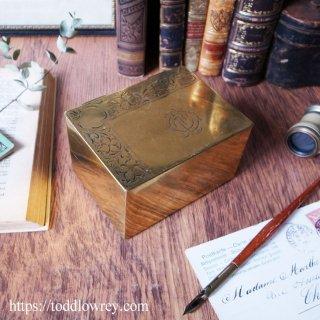 C.F氏の煙草入れ /Antique Edwardian Engraved Brass Box