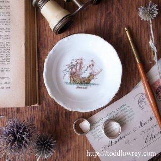 16世紀の帆船を愛でる小皿 / Vintage Royal Grafton Pin Dish