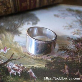 銀の質感とシンプルな造形美を愉しむ / Vintage Sterling Silver Ring by Stephen Einhorn