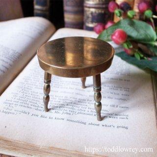 小さなステージに何を乗せよう / Vintage Miniature Brass Stool
