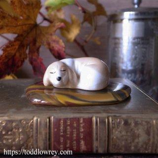 眠る小さな犬を見守って / Vintage Dog Figure with Glass Cushion