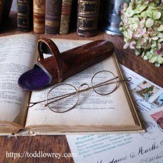 ノーザラートンの眼鏡屋から / Antique Oval Frame Eye Glasses in Leather Case
