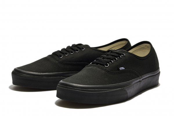 AUTHENTIC* BLACK/BLACK