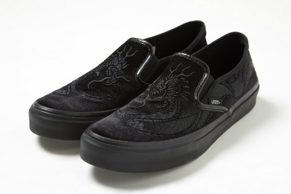 SLIP ON CVB BLACK(DELUXE)
