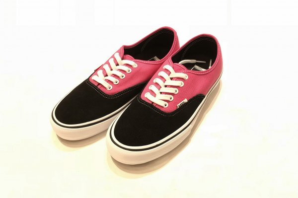 AUTHENTIC PRO BLACK/MAGENTA