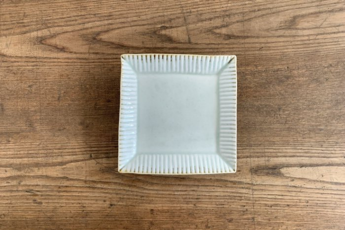 しのぎ角皿/灰釉 水谷和音