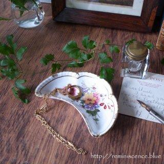 可憐なブーケで彩られたちいさな三日月/Royal Crown Derby Posie Crescent Dish