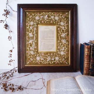 優美な刺繍が包み込む想い出の窓 / Vintage Oak Frame with the Embroideried and Outlined in Gold Metallic Thread Mat