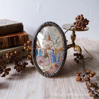 イングランドのコテージを閉じ込めたオーバルの世界 / Vintage Embroidery Art with Oval Frame