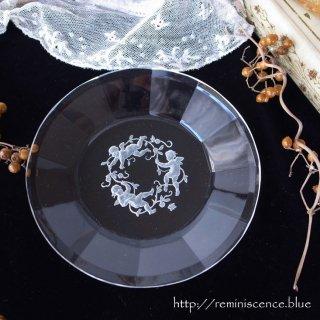 ボヘミアの空に舞う天使のプレートA / Antique Czech  Angel Art Glass Plate Designed by Heinrich Hoffmann