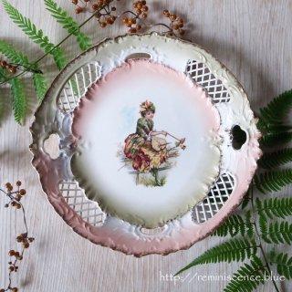 ロココの飾りに囲まれた秋の妖精 / Antique Pierced Plate by Springer & Company
