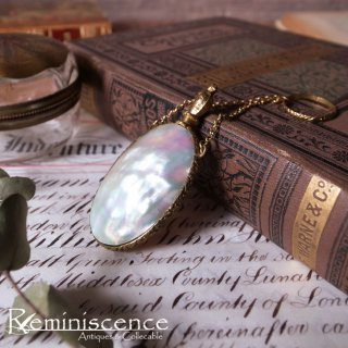 シャトレーヌに揺れる香り高い真珠貝 / Antique Chatelaine Ornament Mother of Pearl Perfume Bottle