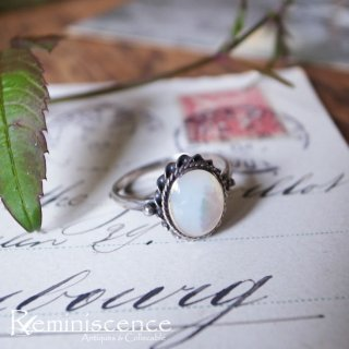 真珠貝の清楚で上品なきらめき / Vintage Sterling Silver & Mother of Pearl Ring