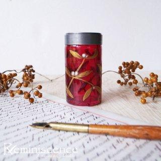 神聖なるヤドリギを纏うクランベリーグラス / Antique Pewter Rim Cranberry Glass Vase with Mistletoe