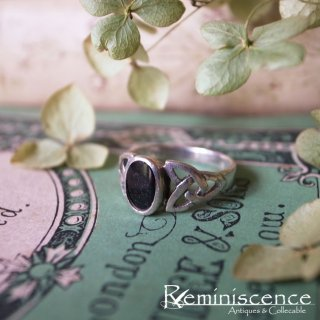 漆黒を支える空・海・大地 / Vintage Sterling Silver Triquetra Ring