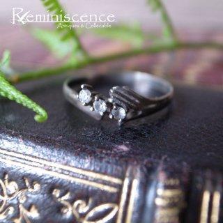 3つのきらめきを支える小さな手 / Vintage Sterling Silver & Rhinestone Ring