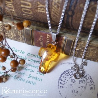 人魚の涙を胸元に /Vintage Baltic Amber Small Christian Cross with Silver Chain