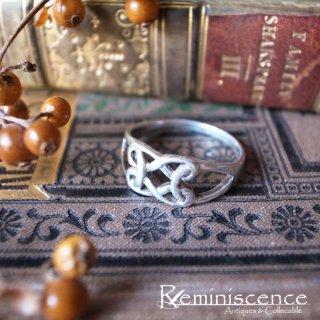 無限に連なるループを組み合わせて/ Vintage Sterling Silver Celtic Knot Ring